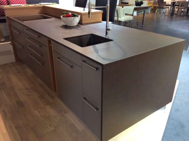 Super Preis einer Küchenarbeitsplatte aus Granit, Keramik, QuarzGröbner XG55