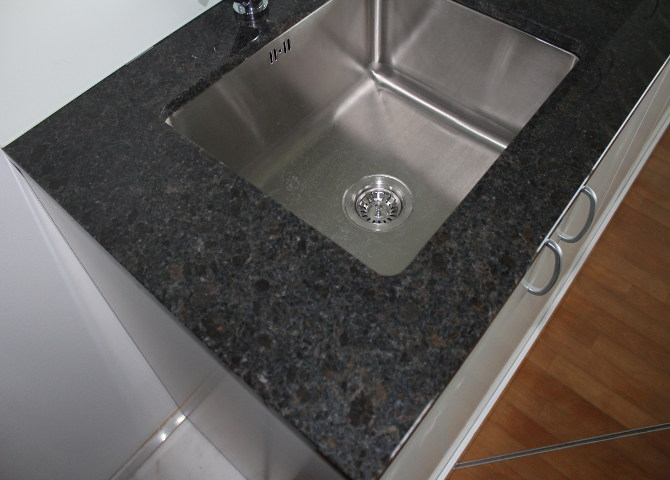 G nstige aus coffee brown gr bner for Granitstein arbeitsplatten