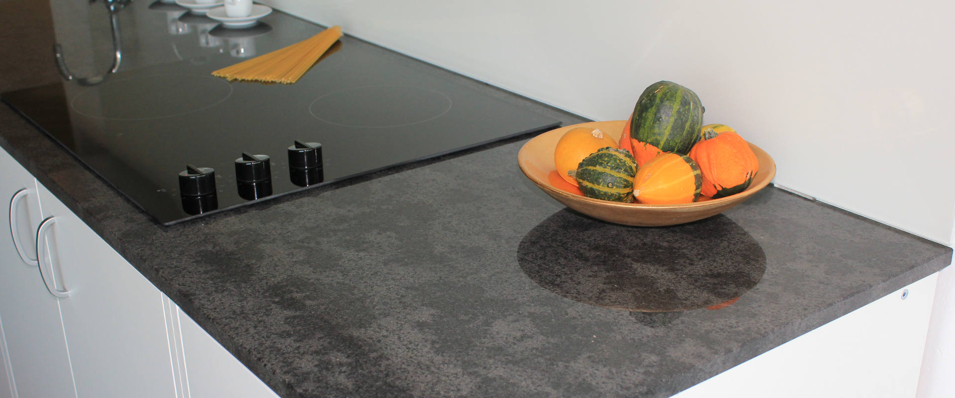 g nstige k chenarbeitsplatten aus granit silestone dekton. Black Bedroom Furniture Sets. Home Design Ideas