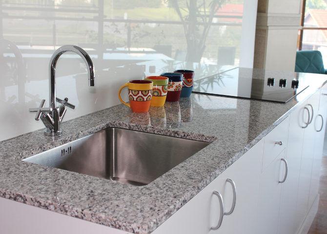g nstige k chenarbeitsplatten aus granit silestone. Black Bedroom Furniture Sets. Home Design Ideas