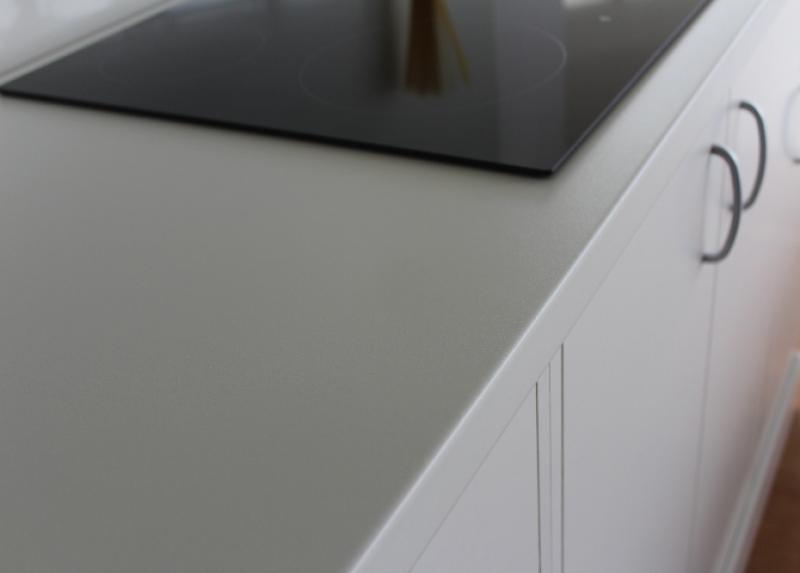 g nstige k chenarbeitsplatten aus platinwei w 980. Black Bedroom Furniture Sets. Home Design Ideas